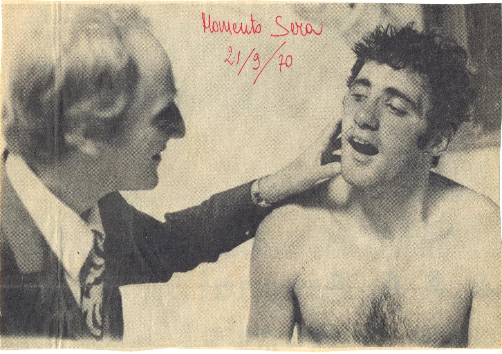 1970 Ziaco controlla i denti di Chinaglia