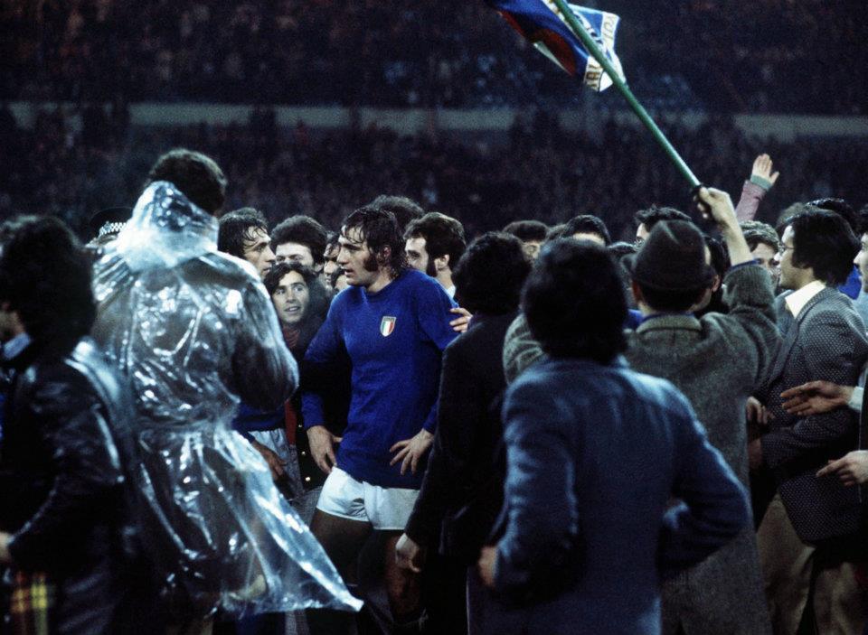 Джорджо Киналья празднует победу с болельщиками